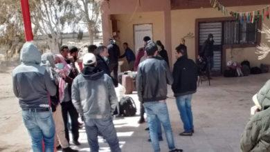 Photo of تونسيون عالقون بمعبر راس جدير يوجهون نداء استغاثة للعودة إلى أرض الوطن