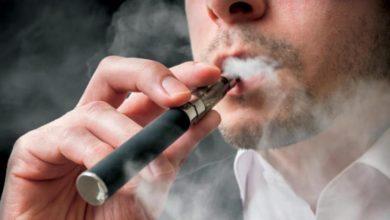 Photo of بسبب كوفيد19: شباب تونسي ينصح بالإقلاع عن تدخين السجائر الإلكترونية والتقليدية