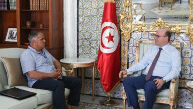 Photo of رئيس الحكومة يلتقي رئيس المنتدى التونسي للحقوق الاقتصادية والإجتماعية.