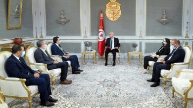 Photo of لقاء بين رئيس الدولة و عميد المحامين و أعضاء من رابطة حقوق الانسان